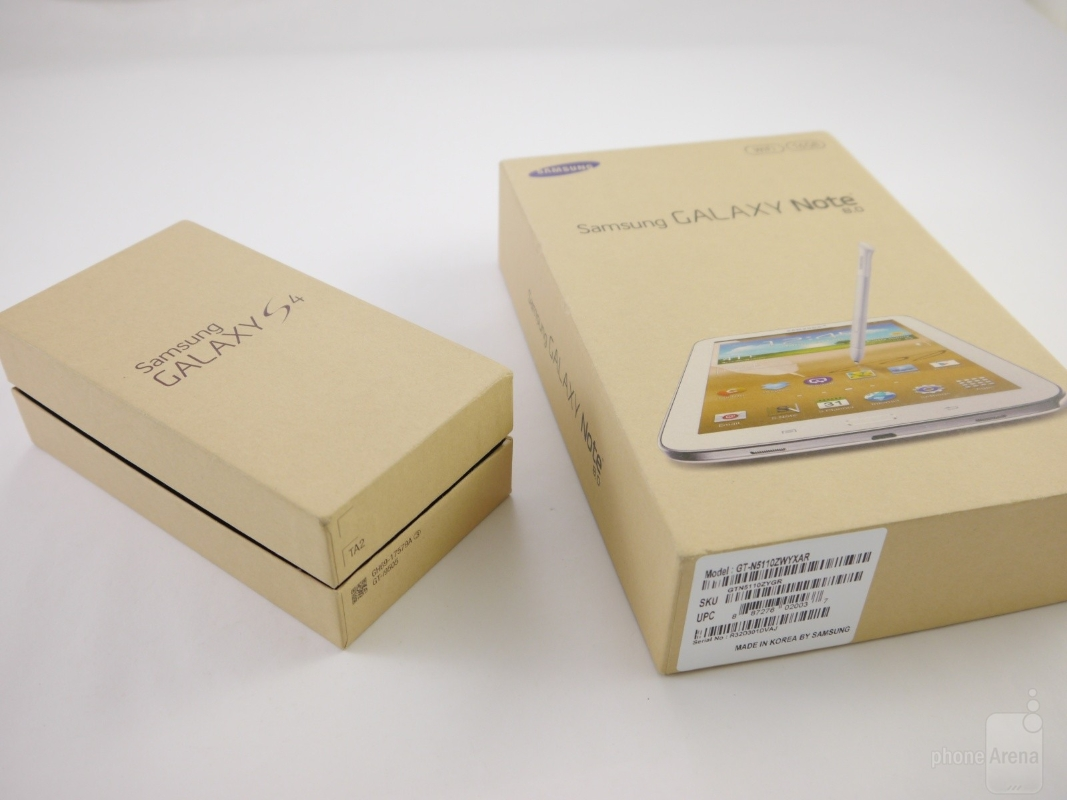 the-retail-boxes-of-the-galaxy-s4-and-galaxy-note-8_0