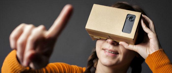"""Primi passi verso la VR: ecco la Google Cardboard in """"azione""""."""