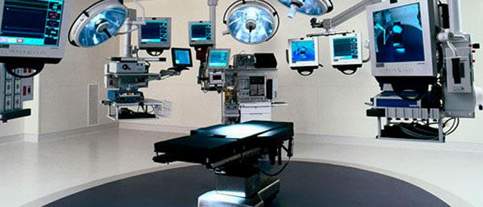 Una moderna sala operatoria: la quasi totalità degli schermi sono resistivi per ragioni di sicurezza ed affidabilità.