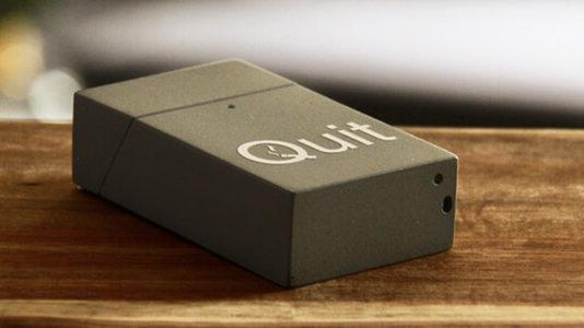 QUIT pacchetto di sigarette smart Kickstarter