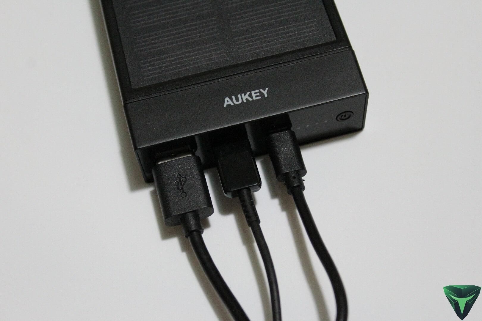 Aukey powerbank pb p23 la batteria esterna con pannello for Porta batteria 9v